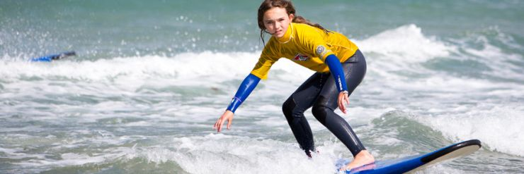 Apprentice surfer learning to control and turn their surfboard